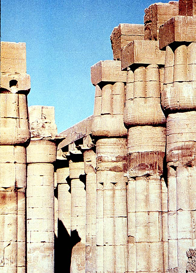 Temple_of_Amon_Luxor_bud_capitals.jpg